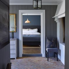 Fantastic colours and cottage from Norwegian designer Norwegian House, Hallway Designs, Lobby Design, Bedroom Green, Hallway Decorating, Scandinavian Home, Home Decor Inspiration, Interior Design Living Room, Entryway Lighting