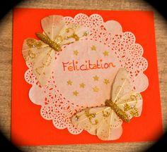 """Une idée pour faire une carte """"Félicitation"""" avec un napperon en papier  Matériel : napperon en papier, papillon, papier canson couleur, colle et étoiles dorées"""