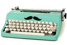 Snor. Typemachine. Munt.