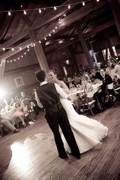 Divine wedding dance photo!
