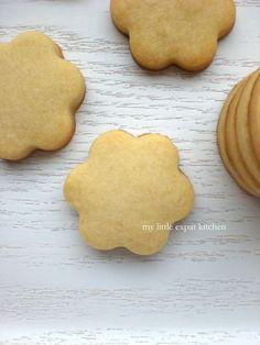 My Little Expat Kitchen (in Greek): κουλουράκια και μπισκότα Brownie Cookies, Shortbread Cookies, Greek Cooking, Gingerbread Cookies, Icing, Vanilla, Sweets, Desserts, Recipes
