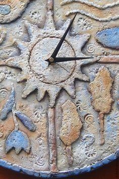 Купить или заказать Часы настенные керамические 'Между небом и землей' в интернет-магазине на Ярмарке Мастеров. Часы керамические настенные. Сделанные вручную и расписанные ангобами и керамическими глазурями. Могут украсить как интерьер гостинной,так и спальни или детской.Диаметр 40 см. К часам можно заказать зеркало в раме из плиток того же дизайна,настольную лампу,блюдо или панно.