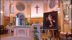 Des funérailles sobres et émouvantes pour Pierre Lalonde lundi après-midi à l'église Saint-Thomas-d'Aquin à Hudson, en Montérégie. Saint, Home Decor, Youth, Stone, Decoration Home, Room Decor, Interior Decorating