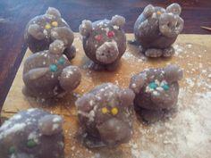 Gruenezwerge: Glücksschweinchen plastikfrei Marzipan, Cookies, Desserts, Food, December, New Years Eve, Food Portions, Essen, Crack Crackers