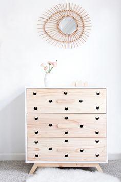 Pour renouveler la décoration sans changer son mobilier, il existe une multitude d'astuces faciles qui permettent de customiser une armoire rustique, personnaliser les tiroirs ou repeindre au goût du jour. Enfin, vous pouvez coller les autocollants avec les personnages de dessins animés. De plus,utilisez les combinaisons de couleurs qui vont donner plus de luminosité à …
