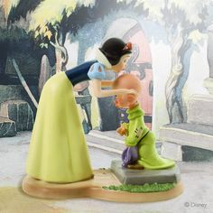 Walt Disney Classic Collection, A Sweet Send-Off - Snow White and Dopey Figure