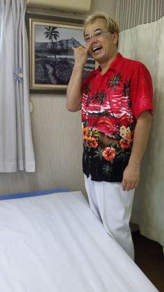 アロハシャツと、新作、白黒油絵。