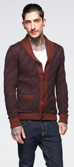 Cooles Outfit mit der stylischen Strickjacke von Antony Morato. Das Fischgrätenmuster und die Farbgebung machen die Strickjacke zu einem echten Hingucker! - ab 129,00€