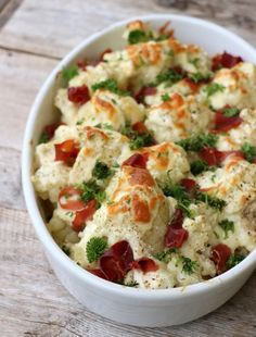 This cauliflower form with bacon skins matches completely for dinner, each meat, fi. I Love Food, Good Food, Real Food Recipes, Healthy Recipes, Healthy Food, Fish And Chicken, Norwegian Food, Simply Recipes, English Food