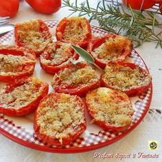 Simple and tasty baked tomatoes Italian Recipes, Vegan Recipes, Cooking Recipes, I Love Food, Good Food, Snacks Für Party, Antipasto, Vegetable Dishes, Food Porn