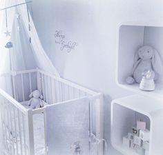 Habitación bebé con dosel