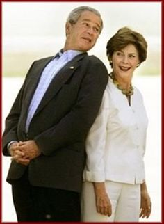 American President George Bush & First Lady Laura Bush Presidents Wives, Greatest Presidents, American Presidents, American History, Laura Bush, Barbara Bush, Presidential History, Presidential Portraits, First Lady Of America