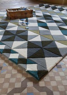 un tapis contemporain et élégant à motifs géométriques, MOSAÏEK, par Gandia Blasco
