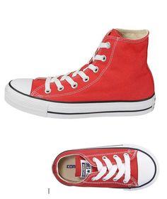 Rote Converse Chucks. Die perfekten Alltagsschuhe für Klein und Groß :-)