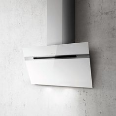 Ascent is one of the new vertical extractor hoods proposed by Elica. Like the other vertical extractor hoods, Ascent has a great visual impact. Hotte Brandt, Kitchen Cooker, Extractor Hood, Cooker Hoods, Lampe Led, Decor, Kitchen Design, Glass