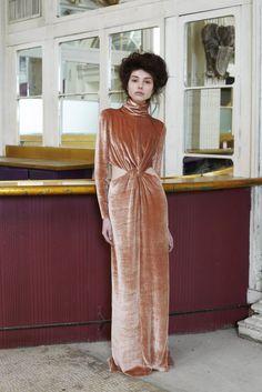 Style.com_Tia Cibani_Velvet_Fluweel_Velours_Dress_Jurk_Pink_Oud Roze_Fashion_Feestdagen_Dames