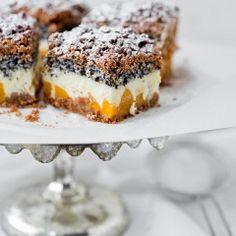 Cheesecake with poppy seeds, coconut and peaches My baked goods- Sernik z makiem, kokosem i brzoskwiniami Polish Desserts, Polish Recipes, No Bake Desserts, Just Desserts, Dessert Recipes, Peach Cheesecake, Best Cheesecake, Cheesecake Recipes, Food For Memory