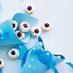 Die+Migros+und+Saisonküche+bieten+Ihnen+verschiedene+Rezepte+zum+nachkochen+oder+um+sich+inspirieren+zu+lassen.+Probieren+Sie+es+einfach+aus. Christmas Ornaments, Holiday Decor, Kids, Home Decor, Advent Season, Berries, Food And Drinks, Simple, Christmas