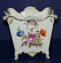 STUNNING-VINTAGE-MEISSEN-FLORAL-SQUARE-4-FOOTED-JARDINIERE-VASE-GOLD-ACCENTS