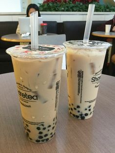 Boba pic from Fun Drinks, Yummy Drinks, Yummy Food, Bebidas Do Starbucks, Boba Drink, Bubble Milk Tea, Japanese Snacks, Cafe Food, Aesthetic Food