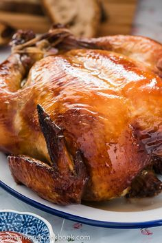 This Cantonese roast chicken tastes even better than one at a good restaurant. The skin is truly crispy and the meat so moist and tender. Want to to cook a perfect Asian style chicken in the oven? Recipe Asian Food Share and enjoy! Chinese Chicken, Asian Chicken, Chinese Food, Chinese Roast Duck, Duck Recipes, Asian Recipes, Asian Foods, Roast Chicken Recipes, Braised Chicken
