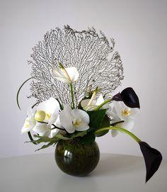 Art Floral Japonais - Akiko Usami - Part 3 Arrangements Ikebana, Floral Arrangements, Flower Arrangement, Decoration Plante, Decoration Table, Deco Floral, Floral Design, Art Floral Japonais, Apple Flowers