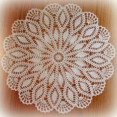 The simple center of this lovely doily is surrounded by two rows of pretty petals. Delicate fans are worked between the last row of petals to form a beautiful Crochet Dollies, Crochet Lace Edging, Crochet Doily Patterns, Thread Crochet, Crochet Flowers, Cotton Crochet, Crochet Placemats, Crochet Table Runner, Crochet Coaster