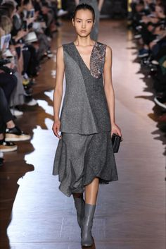 Stella McCartney womenswear Fall Winter 2015-2016 at Paris fashion Week Stella McCartney womenswear Fall Winter 2015-2016 at Paris Fashion Week http://modainpasserella.blogspot.it/…/stella-mccartney-coll… #StellaMcCartney #PFW #womenswear #FW2015