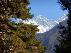 Het laatste zicht op Mount Everest, op het pad van Namche terug naar Lukla
