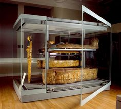 Stand alone and Free-Standing Display Cases with Door Opening for Museums by Goppion. Glass Vertical Surfaces for a 360-degree View of Artworks. Integrated Lighting System.