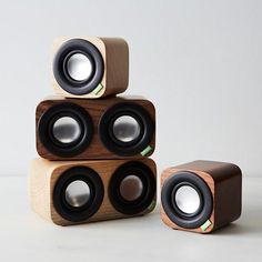 Portable Wood Speakers with Bluetooth: Small enough to fit in the palm of your hand. Bluetooth Gadgets, Tech Gadgets, House Gadgets, Wooden Speakers, Speaker Stands, Speaker Design, Diy Electronics, Bluetooth Speakers, Loudspeaker