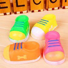 Vinyl Schuh Form Haustier Hund Spielzeug kreative Designs beißen-beständig Squeak Spielzeug für Hund Kauen und spielen nach dem Zufall Farbe 4 Zoll Länge