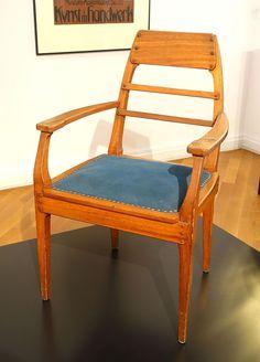 Armchair, designed by Richard Riemerschmid, made by Dresdner Werkstatten fur Handwerkskunst, 1905, mahogany, wool - Bröhan Museum, Berlin - DSC04018.JPG