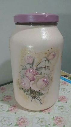 Gladys Donado's media content and analytics Diy Bottle, Bottle Art, Bottle Crafts, Mason Jar Art, Mason Jar Crafts, Jar Design, Bottle Design, Hobbies And Crafts, Diy And Crafts