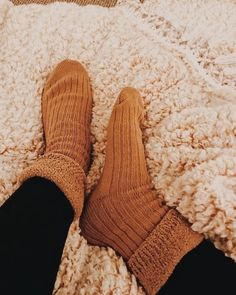 Living my best life in fuzzy socks, cozy blankets, and a messy bun🧡 ⁠ ⁠ t. Autumn Cozy, Fall Winter, Vsco, Leggings Outfit Fall, Autumn Aesthetic, Orange Aesthetic, Cozy Blankets, Fall Photos, Autumn Inspiration