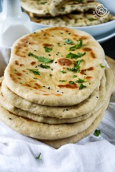 This Easy Instant Yeast Free Whole Wheat Naan is basically a simple naan recipe made on tawa with yogurt and some baking soda. Naan Recipe Video, Naan Recipe No Yeast, Easy Naan Recipe, Recipes With Naan Bread, Greek Recipes, Indian Food Recipes, Tandoori Roti, Delicious Vegan Recipes, Tasty