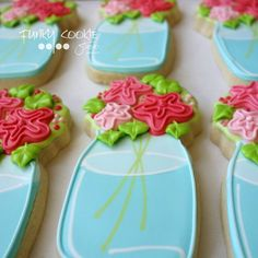 "454 Likes, 12 Comments - Jill FCS (@jillfcs) on Instagram: ""Flowers for Mom! I love @lilaloa_cookies's bouquet cutter! ... #funkycookiestudio #jillfcs…"""
