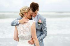 Ramon heeft mij in 2012 ten huwelijk gevraagd en dat was op het strand van 's Gravenzande. En hoe tof is het dan dat je op exact datzelfde plekje, een...