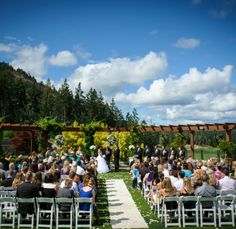 Outdoor ceremony at Westin Bear Mountain. #Wedding #Outdoor #Sunshine #Victoria #BC #Westin #BearMountain | www.tourismvictoria.com