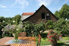 Knus huisje met 2 slaapkamers - Huizen te Huur in Linschoten Cabin, House Styles, Room, Home Decor, Bedroom, Decoration Home, Room Decor, Cabins, Rooms
