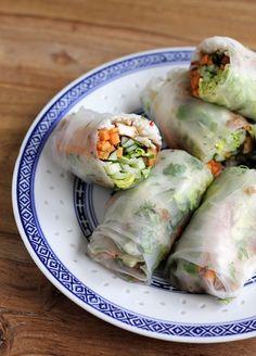 Vegane Sommerrollen mit Tofu und Erdnusssauce | eatbakelove