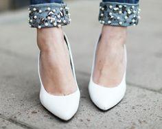 scarpin-branco-jeans-bordado-pedraria-chatons