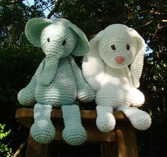 Haken toy - crochet - Amigurumi - Elefante - conejo  http://www.thetoftalpacashop.co.uk
