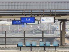 阪神尼崎駅ホーム[11031079177]の写真素材・ストックフォト。アマナイメージズでは2500万点以上の高品質な写真素材を販売。オリジナルロイヤリティフリー素材も充実。