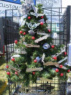 16 Christmas Tree Ideas {Christmas tree theme} - C.R.A.F.T.