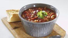 Nopea jauhelihakeitto maustetaan meksikolaisittain.