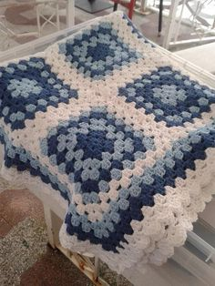 Good Photos crochet mantas Popular Knitted textiles endure through earlier durations, but the initial purposeful evidence crocheted fabric relates to the Crochet Afghans, Crochet Bedspread, Crochet Quilt, Crochet Blocks, Afghan Crochet Patterns, Baby Blanket Crochet, Crochet Baby, Granny Square Crochet Pattern, Crochet Squares