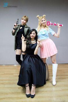 160518 TWICE wearing 'Cheer Up' MV costumes
