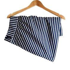 // V i n e y a r d V i n e s • S k i r t • Sz00 // Vineyard Vines nautical blue and white stripe skirt with pockets Sz 00. Vineyard Vines Skirts Mini
