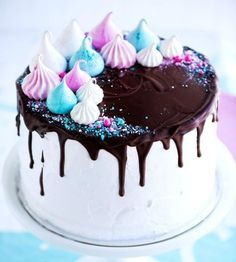 30 Delicious Dripping Cake Ideas Oozing With Icing • Cool Crafts